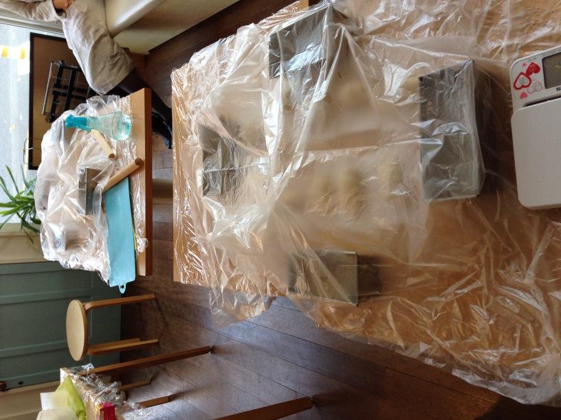 ビニールシートで覆って発酵させます