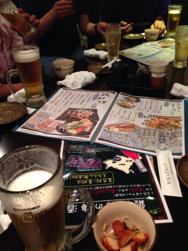 三島の大衆居酒屋凸凹で乾杯